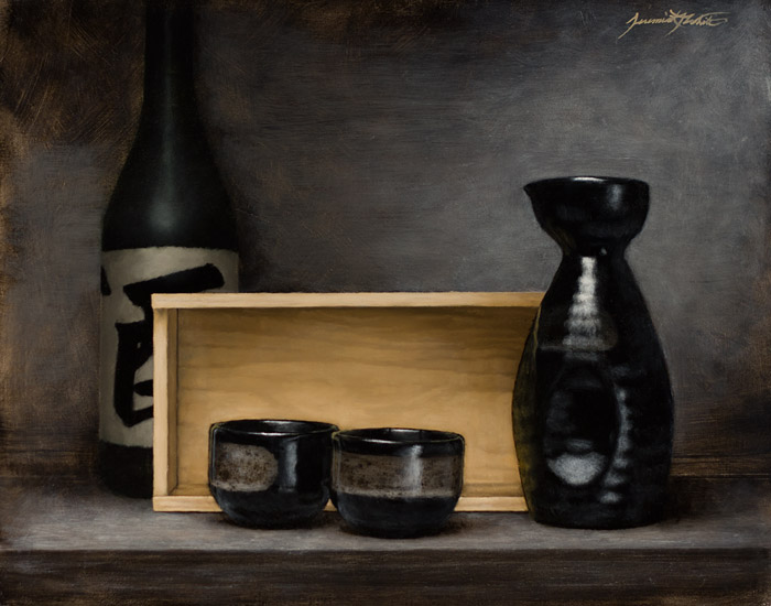 A painting of a sake set in a still life style setting. This is from a set of black ceramic sake bottle with two cups. There is a pine box behind the set. A green bottle stands behind it.